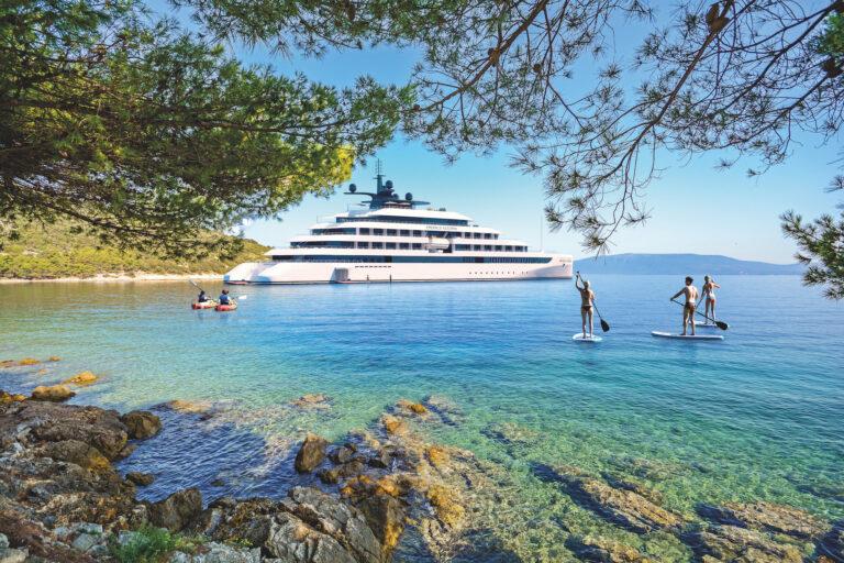 Cres Island, Croatia: View from beach promenade to the sea